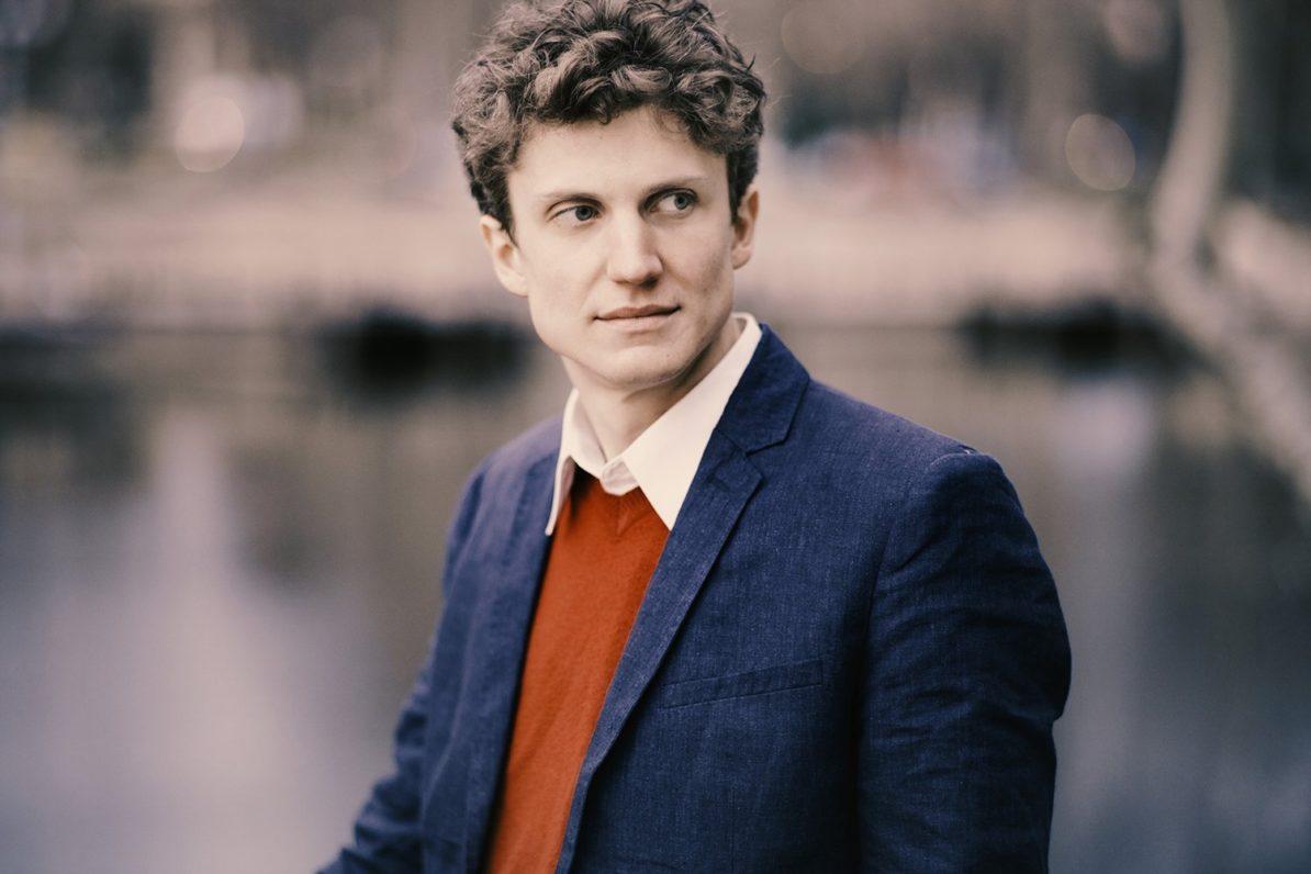 Zoltán Fejérvári, piano
